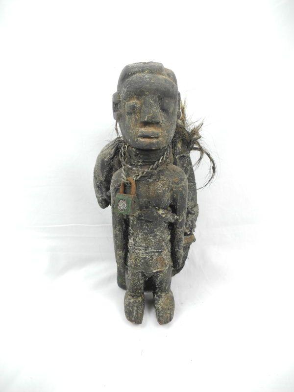 Rzeźba z drewna przedstawiająca fetysza będącego gwarantem dobrych plonów